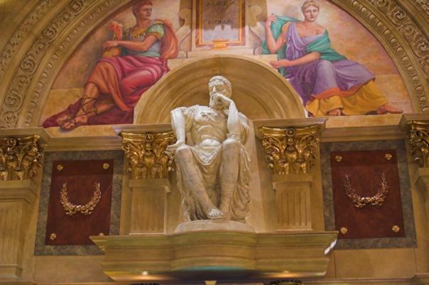 Hiasan di Istana Caesar